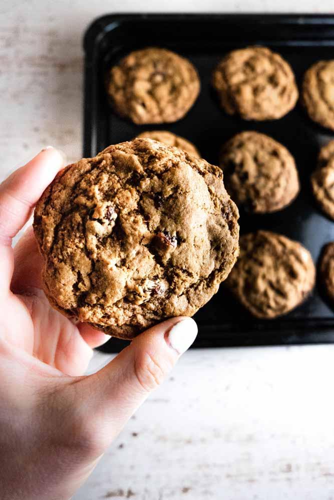 vegan cinnamon raisin cookies