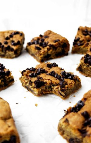 vegan chocolate chip cookie bars