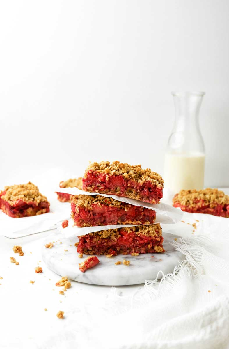vegan strawberry crumble bars